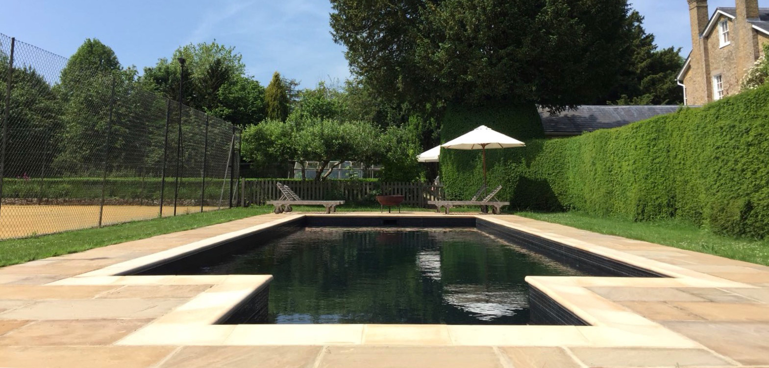 Opulent pools luxury swimming pool builders sussex surrey kent for Outdoor swimming pools in england